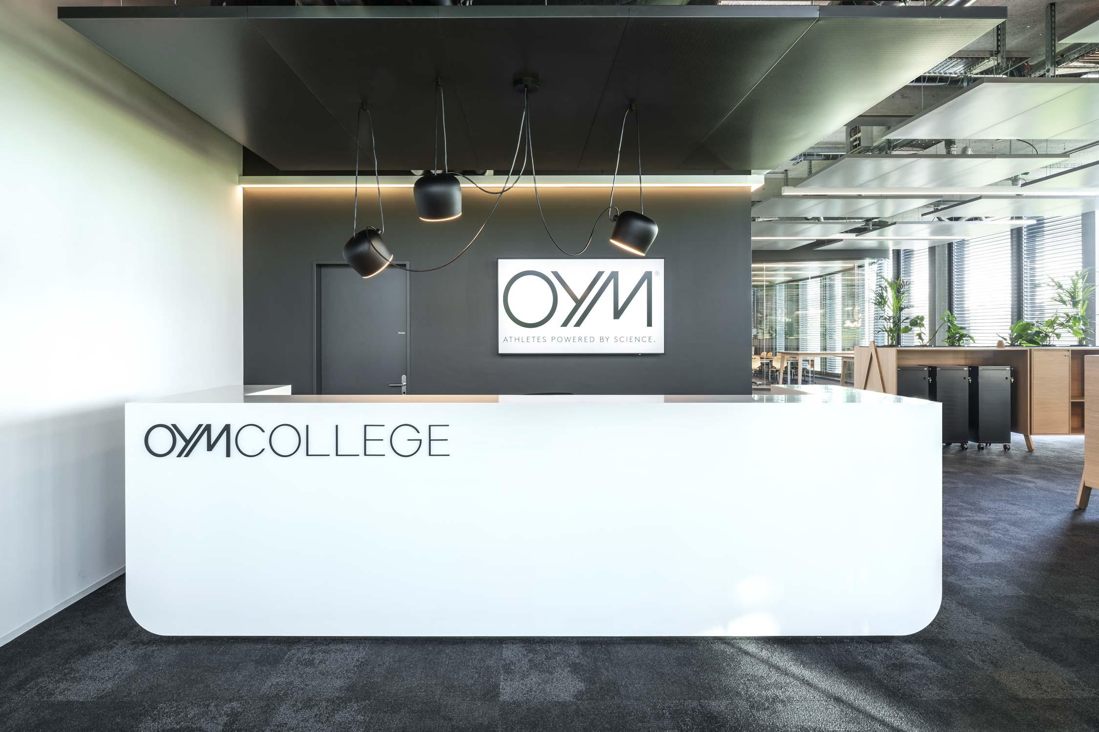 OYM Innenaufnahme Rezeption College Architekturfotografie Regine Giesecke