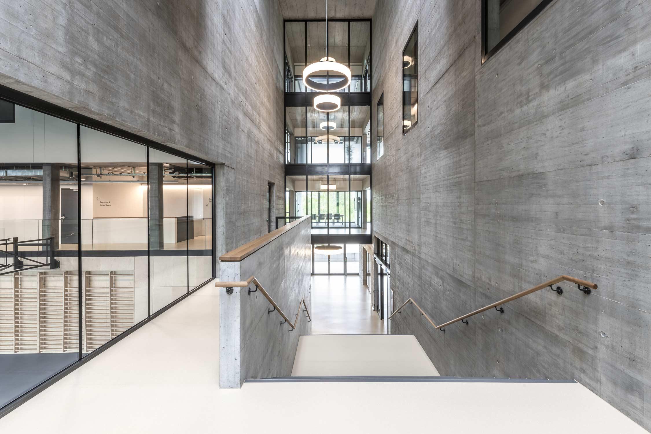 OYM Treppenhaus Sporthalle Architekturfotografie Regine Giesecke